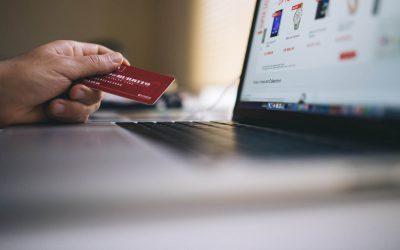 Como economizar nas suas compras usando cupons e cashback para ter o maior desconto possível